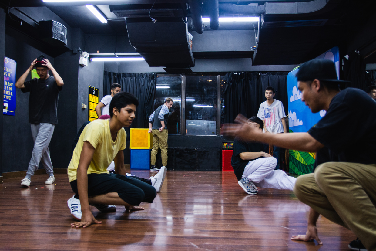 Helping Refugees in Hong Kong Heal with Dance